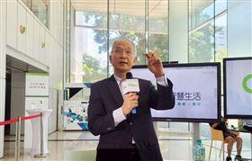 亞太電信董事長呂芳銘表示,5G服務時間表不會晚於同業1個月,預估5G滲透率1年後上看1成。中央社記者江明晏攝 109年6月17日