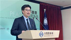 陸委會:港人救援方案已大致規劃完成針對香港人道救援行動方案何時出爐,陸委會發言人邱垂正11日下午在例行記者會上表示,相關專案已大致規劃完成,但隨著香港情勢快速變化,及政府對港版國安法立法情形的掌握,須作更完整細緻的規劃。中央社記者賴言曦攝 109年6月11日