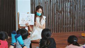 隋棠參加「蝴蝶朵朵」社會運動,教導孩童認識身體自主權。(圖/翻攝自臉書)