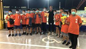 ▲弘煜科技邀請少棒隊員看中職比賽。(圖/野球TV頻道提供)