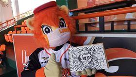 萊恩手繪祝福西武獅。(圖/統一獅提供)
