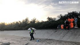 桃園市龍男及妻子虐死女兒後埋屍沙灘。(圖/翻攝畫面)