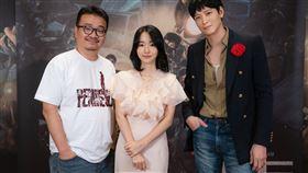 《屍速列車2:感染半島》導演延尚昊和男女主角姜棟元、李貞賢 車庫娛樂提供