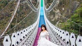 雙龍瀑布七彩吊橋。(圖/IG @w.min1023提供)