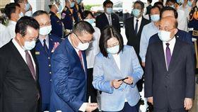 蔡英文總統去年初指示加強照顧警消醫療權益。(圖/內政部提供)