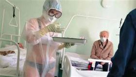 ▲俄羅斯護士朱科娃這樣在病房服務。(圖/翻攝自推特)