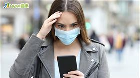 名家專用/NOW健康/耳鳴患者一定要規律服藥,觀看疫情相關新聞也最好不要超過30分鐘,以免造成情緒過度起伏。(勿用)