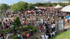 嘉義湧入大批人潮觀賞日環食。