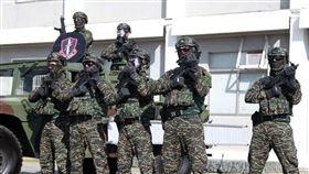 海軍陸戰隊特勤隊員戰術精良。(記者邱榮吉/高雄拍攝)