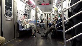 紐約市經濟重啟  地鐵要求乘客配戴口