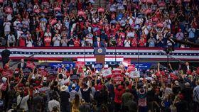 川普20日在奧克拉荷馬州杜爾沙舉行造勢大會。(圖/翻攝自Donald J. Trump推特)  https://twitter.com/realDonaldTrump/status/1274525456767815681/photo/1