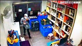 黑幫太子爺池勁緯潛入酒行竊取70萬元名酒。(圖/翻攝畫面)