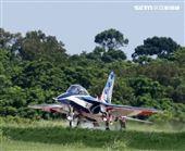 高教機「勇鷹」首飛完成任務精彩落地。(記者邱榮吉/台中拍攝)