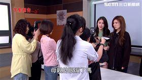 方心語帶著倪曉馨開記者會。