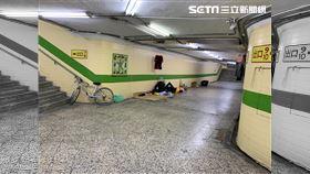 懷雙胞出獄家人拒收留 台中單親媽睡地下道乞討維生