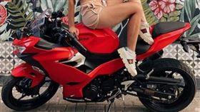 18歲網紅帶男友遊峇里島!重機飆速90公里…噴飛爆頭亡▲。(圖/翻攝自nastyatropi報導)