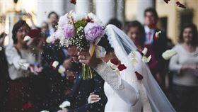 婚禮上伴娘衝上台…對新郎說「XXX」他暫停婚禮秒衝出去(圖/翻攝自Pixabay)