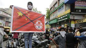 中印關係緊繃,印度當地民眾反制中國貨。圖/美聯社/達志影像