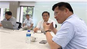 交通部長林佳龍今(27)再度臉書發文說這幾天發言引發不少爭議,對於各界指教虛心自省。(圖/翻攝自林佳龍臉書)