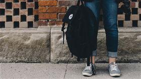 法務部預告修正民法成年降為18歲,26日公告期滿,將送行政院審議。(示意圖/翻攝自Pixabay圖庫)