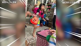 妹妹被松鼠嚇到手足無措,用生命在跳舞。