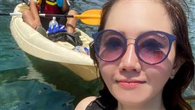 謝忻今(28)日臉書發文講述自己在東北角錄製外景,更附上一張養眼比基尼照。(圖/翻攝自謝忻臉書)
