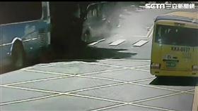 陽明山,湖山路一段,遊覽車,公車,車禍 翻攝畫面