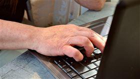 ▲視訊,看電視,網路視訊,上網,打電腦,點腦,辦公,網路聊天,網路交友。(示意圖/翻攝自Pixabay)