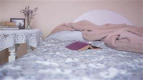 飯店/房間/床(示意圖/取自Pixabay)