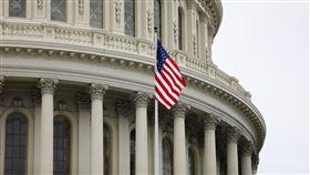 美眾院通過華府成美國第51州法案睽違27年,美國聯邦眾議院26日再次就華府升格法案進行表決,法案以232票贊成、180票反對,通過此案。圖為美國國會大廈外觀。中央社記者徐薇婷華盛頓攝 109年6月27日