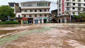 中國洪水致災不斷!武漢預告仍將有暴雨 重慶21萬人受災 圖/翻攝自新華網