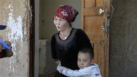 新疆婦女(圖/翻攝自推特)