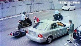 台北市民權一派出所門口發生連環車禍。(圖/翻攝畫面)
