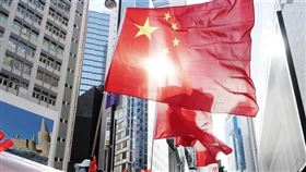 中國人大常委6/30通過港版國安法,條文曝光後,引發各界抨擊。(圖/翻攝自新華網)