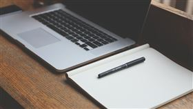 電腦,工作,上班,勞工,網路,霸凌,遺書(圖/pixabay)