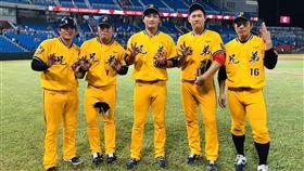 中信兄弟黃鈞聲(左起)、陳子豪、蘇緯達、許基宏和周思齊5人都轟出三分砲,創聯盟新紀錄。(圖/中信兄弟提供)