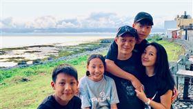 聶雲帶老婆小孩玩遍台灣離島。圖/聶雲提供