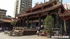 艋舺龍山寺(記者陳弋攝影)