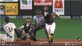 ▲軟銀巴倫汀(Wladimir Balentien)這球直擊札幌巨蛋屋頂。(圖/翻攝自太平洋聯盟TV)
