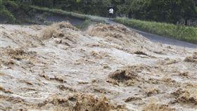 日本九州空前暴雨 「滅村」驚悚畫面曝光…20萬人急避難 圖美聯社達志影像