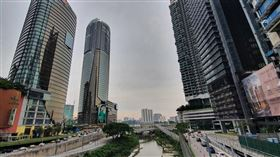 疫情趨緩 馬來西亞逐步開放經濟活動雖然馬來西亞逐步開放經濟活動,不過受到疫情影響,世界銀行預測馬來西亞今年經濟將較去年負成長3.1%,預料明年疫情受控後才能取得6.9%的正成長。中央社記者郭朝河吉隆坡攝 109年7月3日
