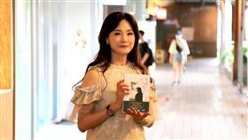 方季惟舉辦生命傳記《歲月釀的檸檬紅茶》簽書會。(圖/出版社提供)