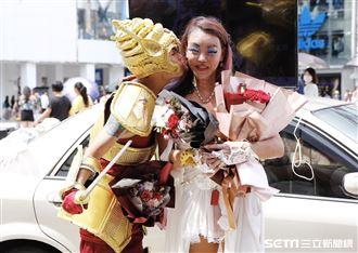 「法拉利姊」張婷婷與「吃屎哥」游兆霖。(圖/記者林聖凱攝影)