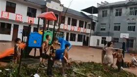 (圖/翻攝自推特@suxinPL)中國,張家界,湖南,洪水,小學