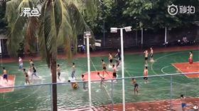 大陸,海南,淹水,籃球,打球(圖/翻攝自沸點視頻)
