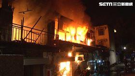 暗?住宅火警燒到塌陷 二戶鐵皮屋全燒毀