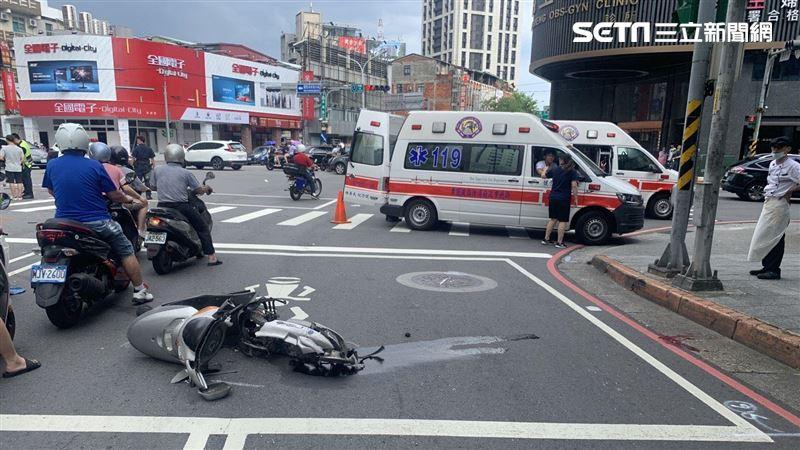 板橋死亡車禍!20歲騎士遭撞噴飛亡