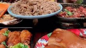瘋狂吃肉半年 30歲「吃播主」(圖/翻攝自微博)