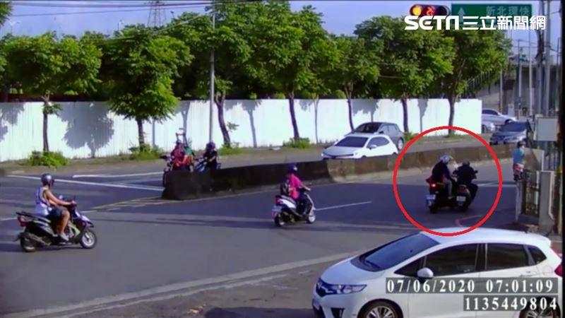 騎士左右搖晃擦撞機車 坐路邊離奇亡