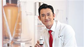 吳慷仁擔任DR.WU 2020年品牌代言人。(圖/DR.WU提供)